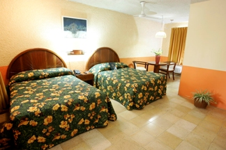 tony's inn, corozal, room with 2 double beds